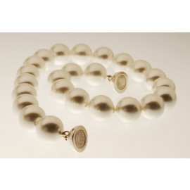 Majorca pearl necklace with Magnet ball
